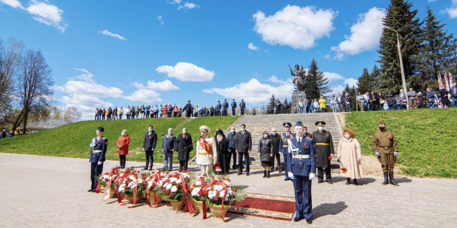 В Великих Луках прошел памятный митинг в честь Дня Победы