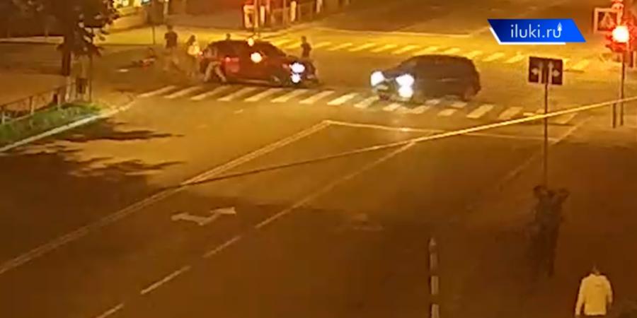 В Великих Луках ночью сбили велосипедиста