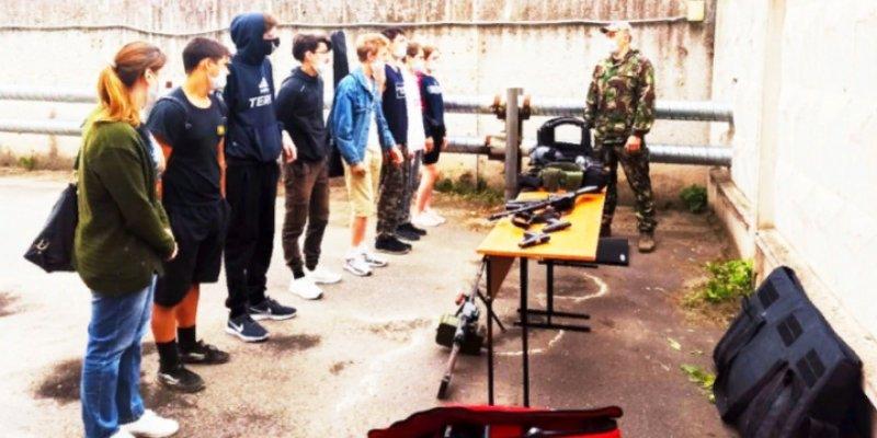 «Урок мужества» прошел в военно-патриотическом лагере «Юный спецназовец»