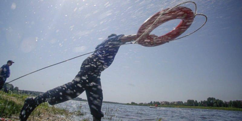 В МЧС Псковской области состоялись соревнования по водному многоборью