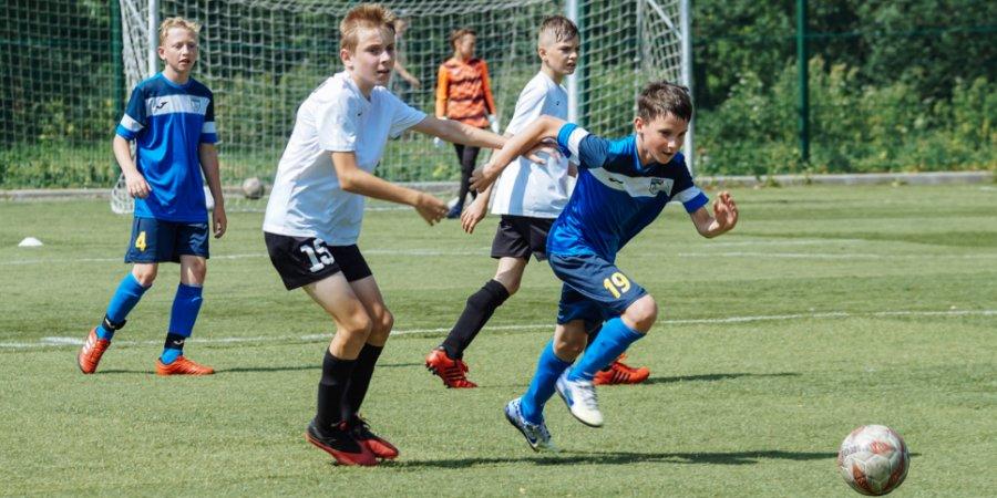 В Великих Луках проходит футбольный турнир «Спорт против наркотиков»