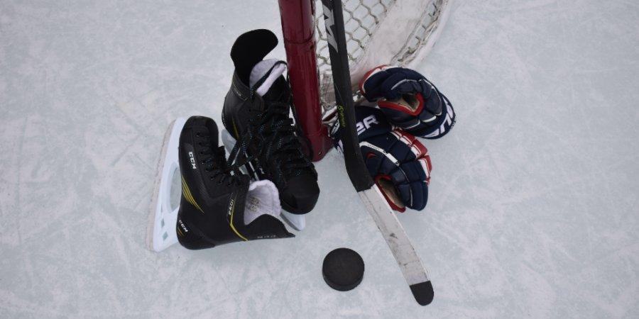 Партия хоккейного оборудования поступила в великолукскую школу «Экспресс»