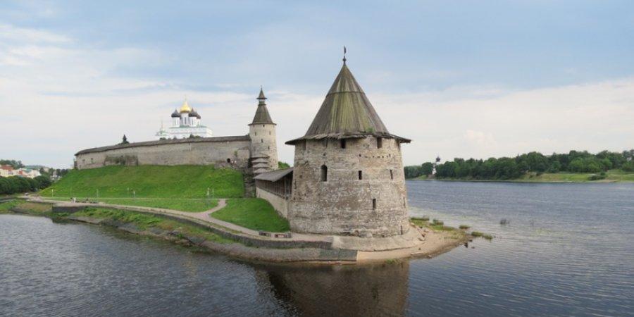 На бесплатную сборную экскурсию приглашает Псковский музей