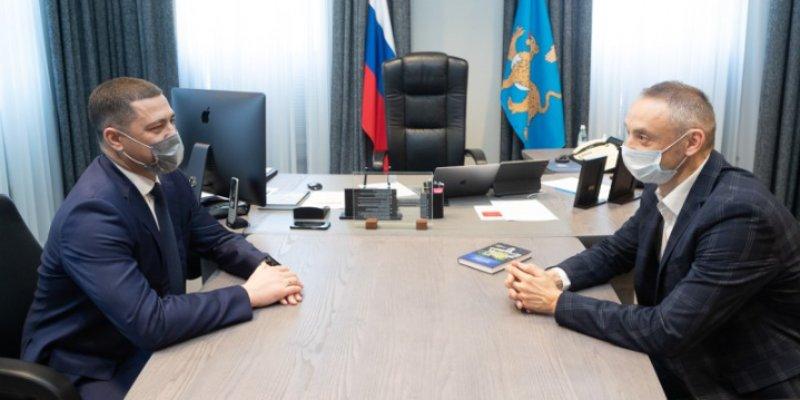 Михаил Ведерников и Максим Шмырев обсудили развитие пинг-понга в регионе