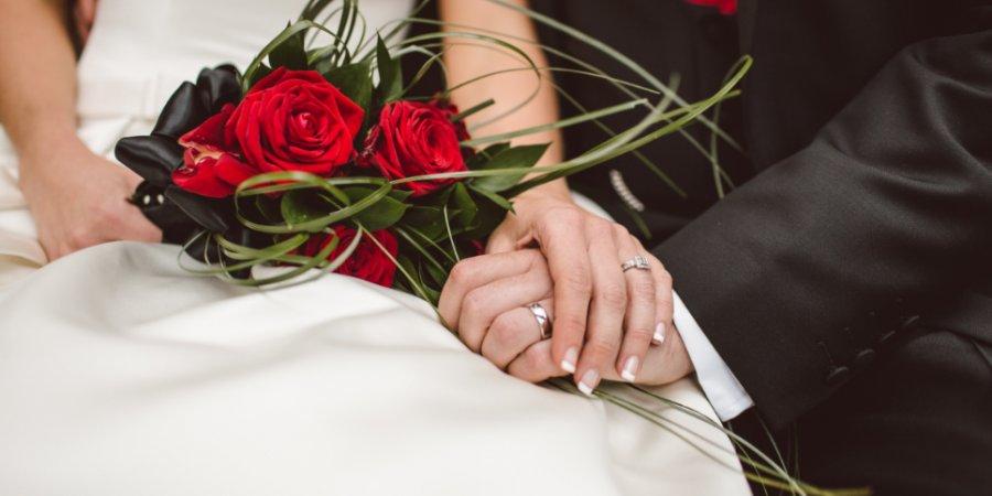 Россияне теперь могут жениться дома и в медучреждениях
