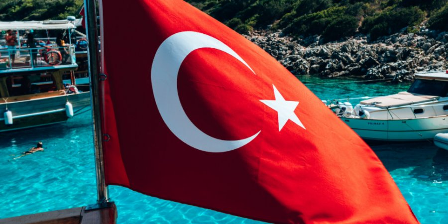 Турция усложнила въезд привитым россиянам