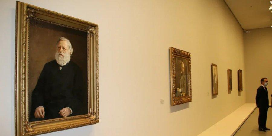 Выставку из собраний российских музеев открыл президент Франции