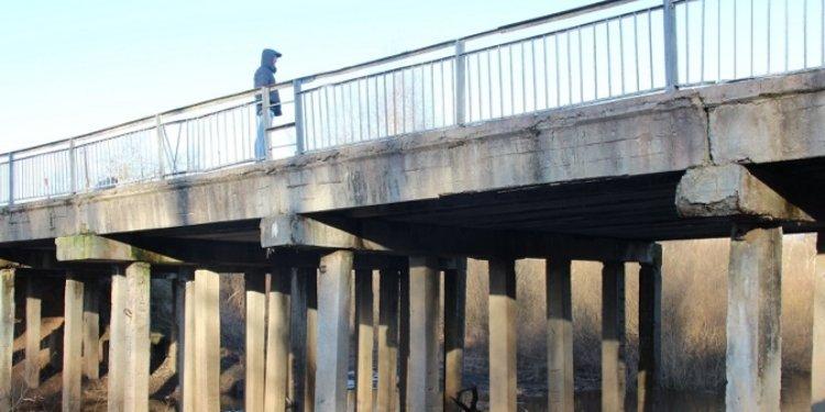 Заключен контракт на ремонт моста через реку Шесть в Пушкиногорском районе