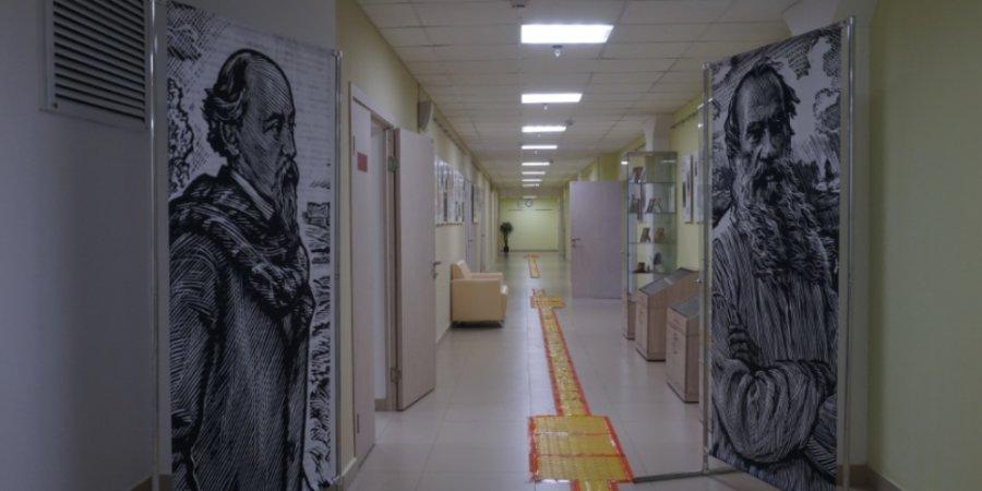 """В Пскове открылась выставка """"Поэзия в таланте. Некрасов и Толстой"""""""