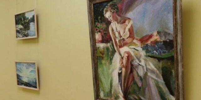 Выставка «Преувеличение» начала свою работу в псковской библиотеке