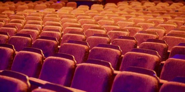 Великолукский театр посетил критик и театровед Александр Вислов