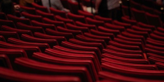 Псковский театр внес изменения в репертуар октября и ноября