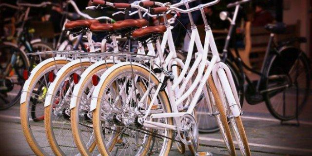 Великолучанина задержали за кражу трех велосипедных колес
