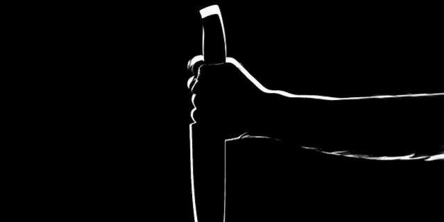 Житель Ленинградской области напал на пенсионерку с ножом в Псковском районе