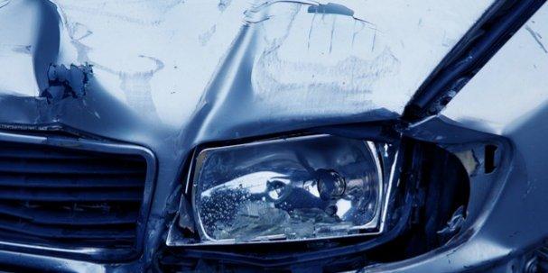 Два автомобиля не поделили дорогу в Великих Луках