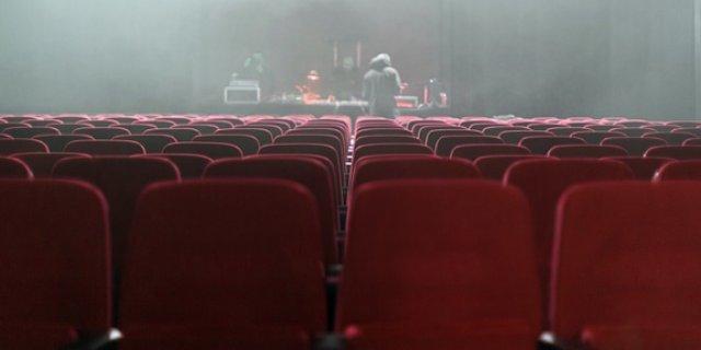 Псковский театр приглашает на премьеру спектакля «Пленные духи»