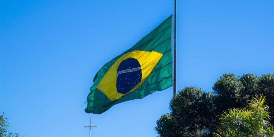 Президента Бразилии могут обвинить в массовых убийствах из-за COVID-19