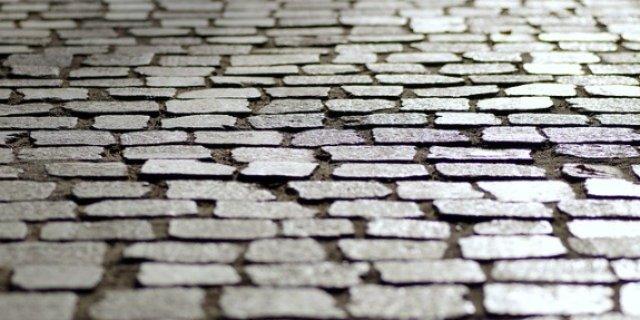 Вмешательство прокурора ускорило работу по благоустройству тротуаров в Дедовичах