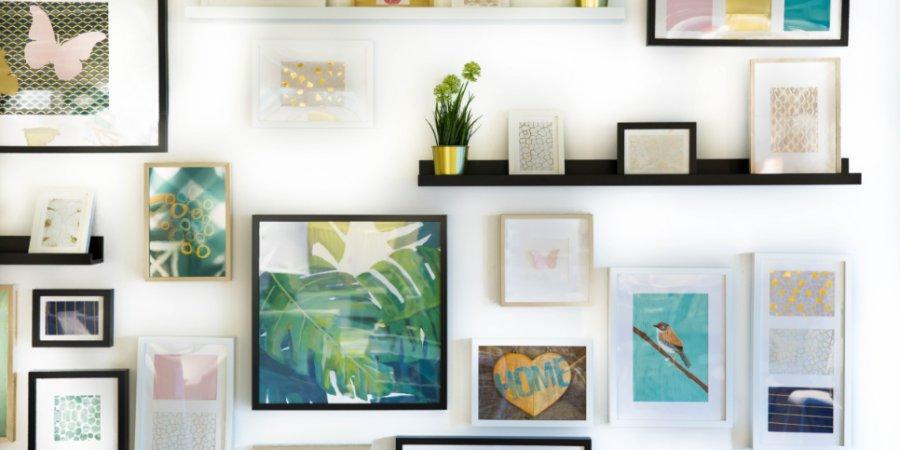 Великолучане могут украсить дом уникальными картинами